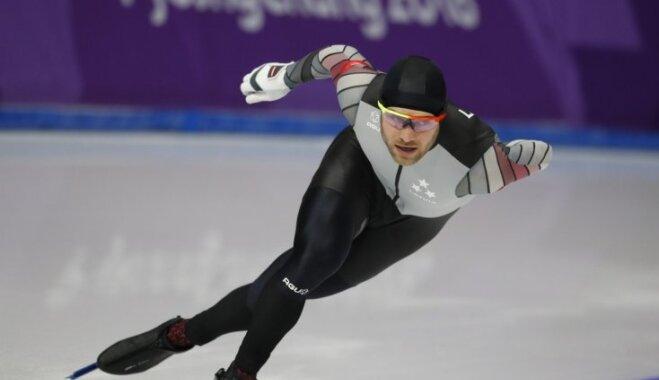 Ātrslidotājs Silovs paliek uzreiz aiz goda pjedestāla olimpisko spēļu 1500 metru distancē