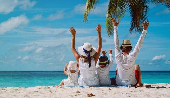 Жители Латвии чаще всего проводят отпуска в экскурсиях или, отдыхая на пляже