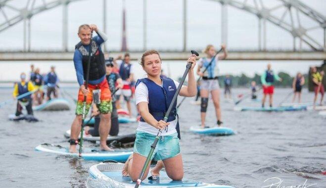 Rīgas kanālā un Daugavā aizvadīta iespaidīga SUP ballīte