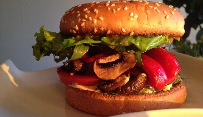 Sulīgi burgeri - ar gaļu un veģetāri: Piecas ņammīgas receptes