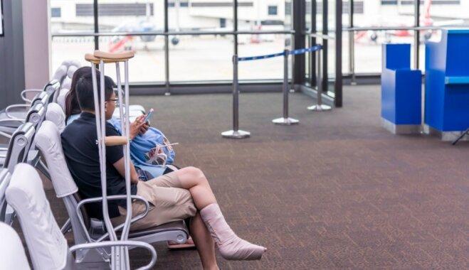 Pamodos ģipsī: vai drīkst lidot, ja brīvdienās gūta trauma un kāja ir lauzta?