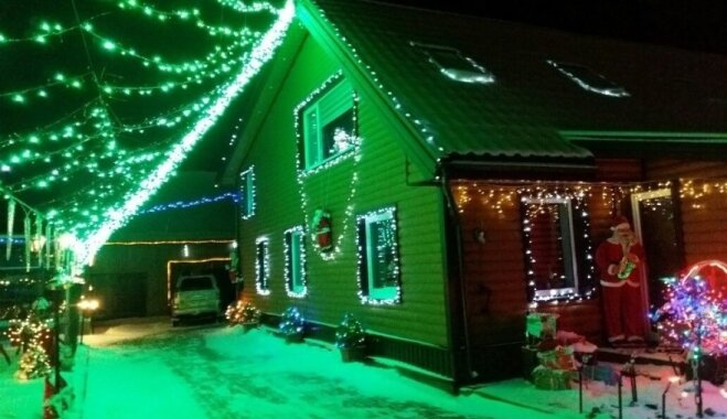 Foto: Lietuvā svētku laikā māja izrotāta kā īsta pasaku valstība