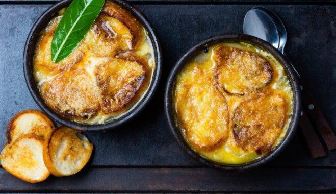 Soli pa solim: kā pagatavot izcili gardo, lēto un sildošo franču sīpolu zupu