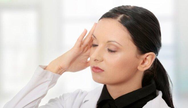 Кружится и болит голова в первые шесть месяцев беременности: что делать?