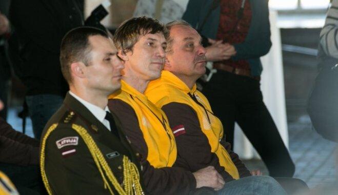 Foto: Ozoliņam uztic nest karogu Soču olimpisko spēļu atklāšanā