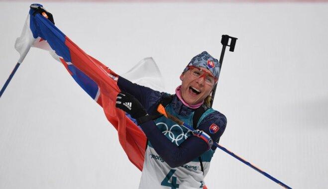 Кузьмина выиграла олимпийский масс-старт в биатлоне, у Домрачевой — первая медаль