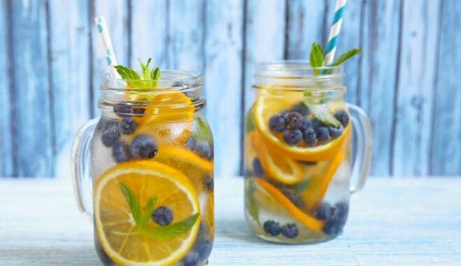 Ūdens ar mellenēm un apelsīniem