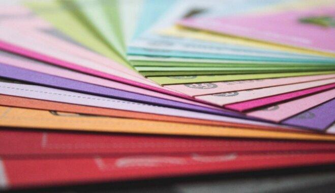 Izvēlies uzdrošināties: dažādu krāsu akcenti mājvietas interjerā