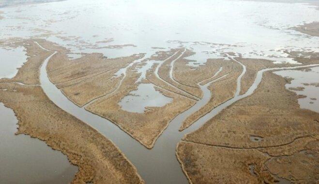 ВИДЕО с высоты птичьего полета: протока Гате, которая соединяет Лиелупе и озеро Бабитес
