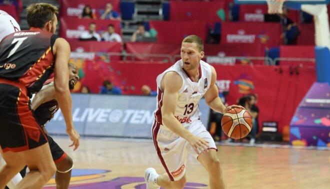 Latvijas izlase Strēlnieka rekordspēlē gūst pirmo uzvaru 'Eurobasket 2017'