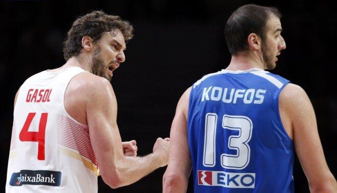 Spain s Paul Gasol (L) reacts next to Greece s Kostas Koufos