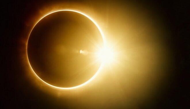 'Melnā piektdiena' un 'Asiņainais Mēness' - ko nesīs aptumsumu sērija?
