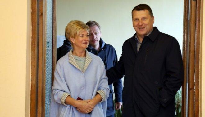 ФОТО: Как голосовали Нил Ушаков, Раймонд Вейонис и другие политики