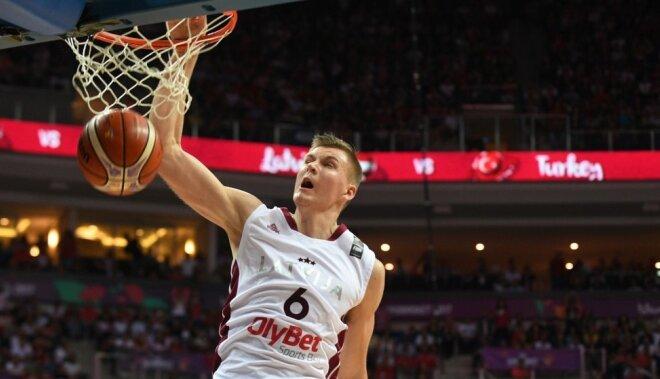 Latvija pieveic Turciju un turpina uzvaru gājienu 'Eurobasket 2017'