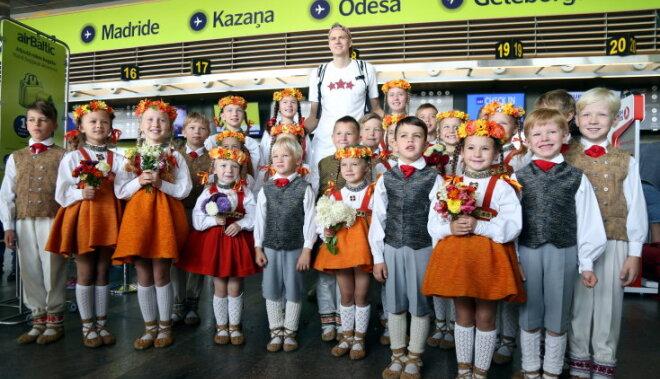 Сборную Латвии народными танцами проводили на чемпионат Европы по баскетболу