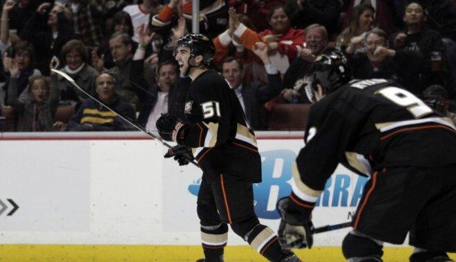 ASV hokeja izlase pasaules čempionātam piesaista uzbrucēju Palmjēri un aizsargu Braunu