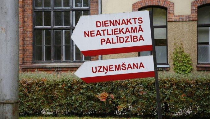Latvijas stacionāros kopumā ārstējas 899 Covid-19 pacienti
