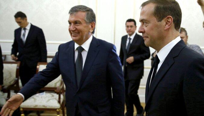 Kādi vīri apbērēja uzbeku autoritāro līderi Karimovu