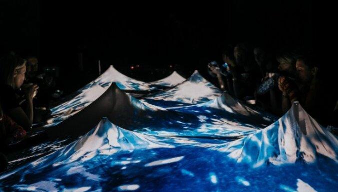 Foto: Gundegas Skudriņas gastronomiskā performance – tehnoloģiski brīnumainās Ziemassvētku vakariņas