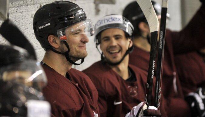Beļavskis nosauc Latvijas izlases sastāvu spēlei pret Franciju; vārtus sargās Merzļikins