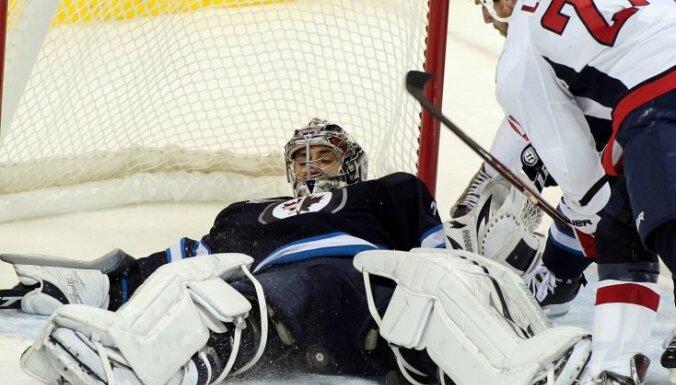 'Jets' bez Kuldas piedzīvo zaudējumu NHL spēlē