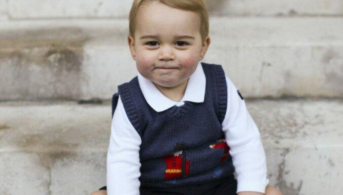 Publiskotas pirmās prinča Džordža Ziemassvētku bildes