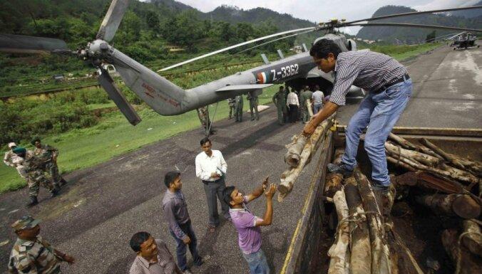 Indijā sākta nāvējošo plūdu upuru kremēšana