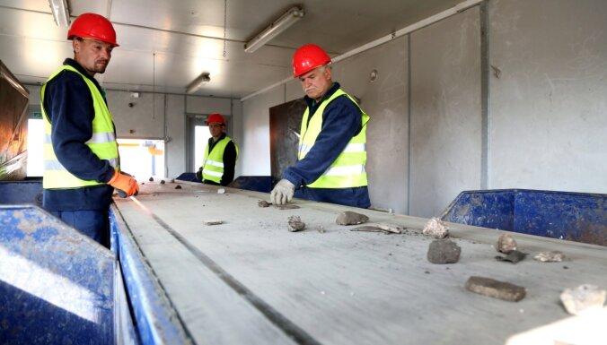 Foto: Atklāj 'Clean R' būvniecības atkritumu šķirošanas centru