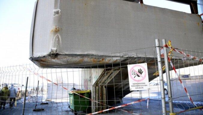 Vanšu tilta brūkošās kāpnes rosina pārbūvēt; remonts var ilgt gadu