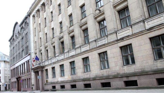 No Finanšu ministrijas jumta nokritis un bojā gājis strādnieks