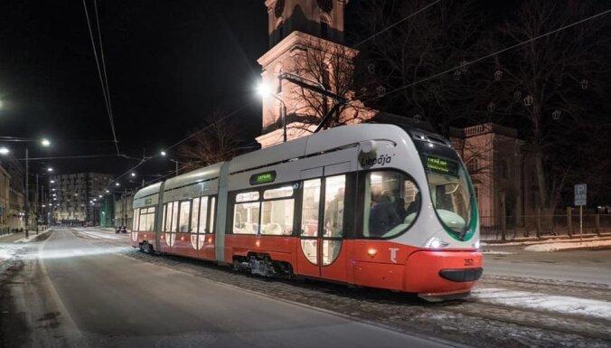 В Лиепае с ножом напали на водителя трамвая, пострадавший скончался (ДОПОЛНЕНО в 18:06)