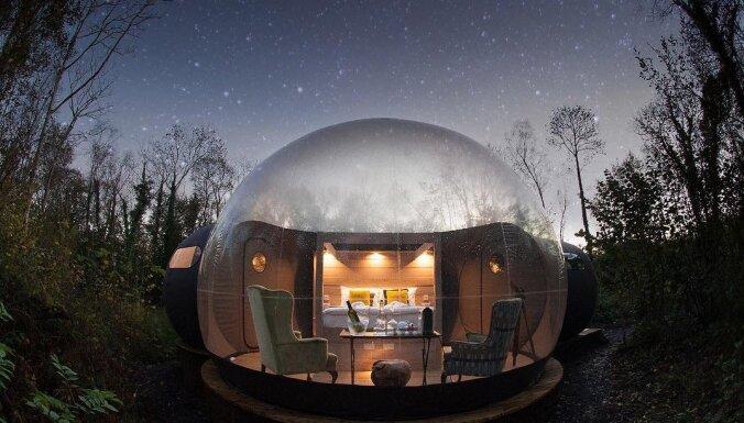 Miljons zvaigžņu viesnīcas: piecas nakšņošanai piemērotas burbuļteltis