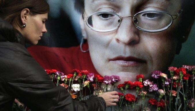 Slepkavība Putina dzimšanas dienā: kas zināms par Poļitkovskas slepkavību 13 gadus vēlāk