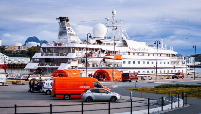 Covid-19 mirušo skaits pārsniedzis 700 000; Norvēģijā bloķē kruīzu kuģi