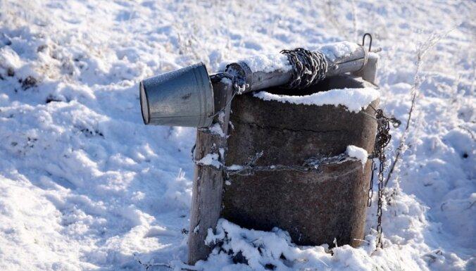 Pērnā gada sausuma mantojums: šoziem Latvijā izžuvušas akas