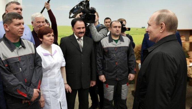 Putins uzvarēs prezidenta vēlēšanās ar 69% balsu, liecina aptauja