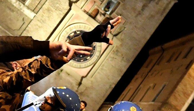 Pēc melnādainu cilvēku sašaušanas Mačeratā nacionāļi iesaistās sadursmēs ar policiju
