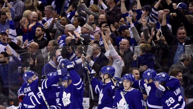 Toronto Maple Leafs celebrate goal by center Auston Matthews