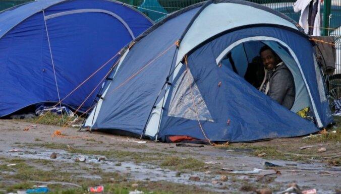 Migrantu nemieru laikā Kalē smagi sašauj piecus cilvēkus