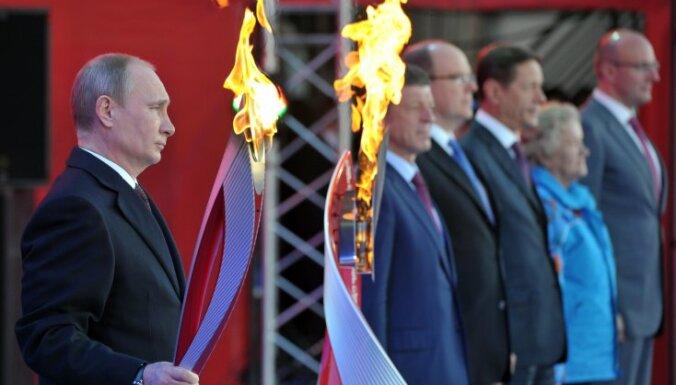 Каждый второй россиянин одобряет избранный Путиным курс развития