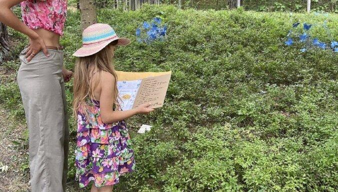 Bērni var piedalīties mākslas pastaigā Jūrmalā ar slēpņošanas elementiem
