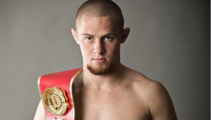 Latvijas MMA cīkstonis Skrīvers izcīna uzvaru Kanadā