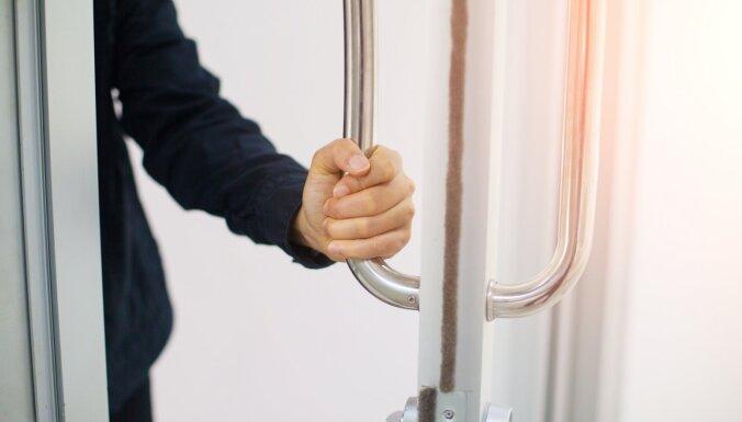 Pētījums: vienā dzīvoklī satilpina pat vairāk nekā 400 uzņēmumu