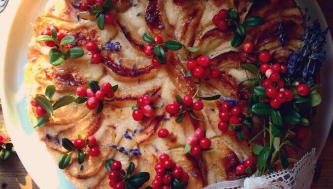Яблочно-брусничный чизкейк с карамельным соусом