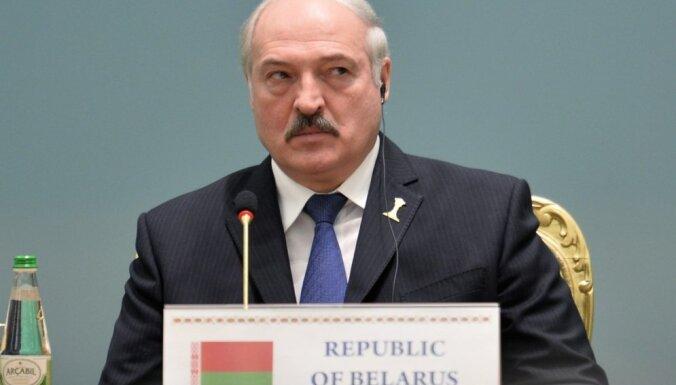 Lielbritānija un Kanāda ievieš sankcijas pret Lukašenko un viņa dēlu