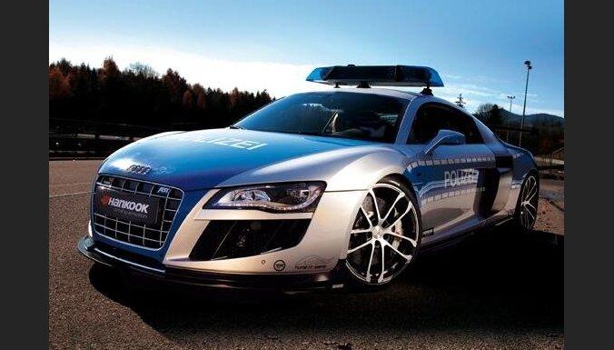'Audi R8' ar 620 ZS policijai