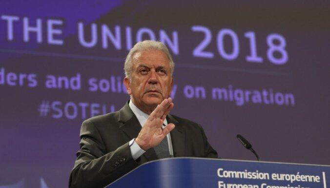 ES komisārs: Plāni par migrantu centriem Āfrikā ir 'praktiski neiespējami'