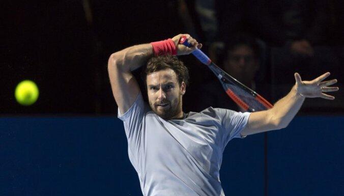 Гулбис в Базеле не добрался до Федерера — поражение от француза Симона
