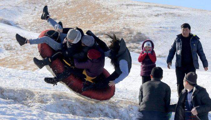 Covid-19: Kirgizstānā augsta amatpersona pieļauj tūkstošiem nāves gadījumu slēpšanu