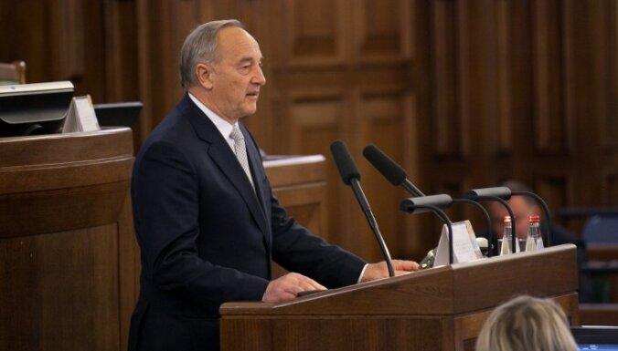 Prezidents likumprojektu par divvalodību iesniegs Saeimā otrdien no rīta